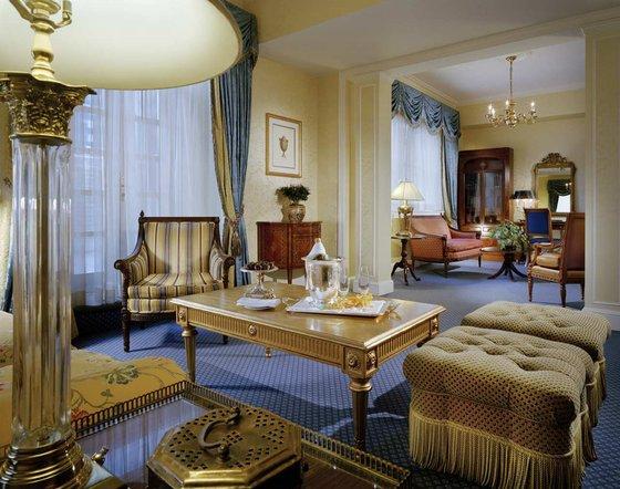 Waldorf-Astoria-Luxury-Suite